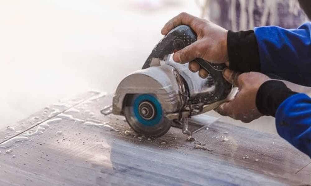 hand cutting tool cutting marble slab